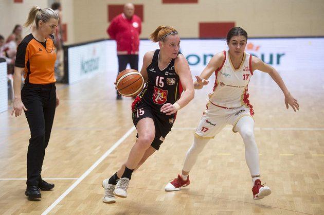 Andrea Klaudová z Hradce Králové a Sofia Biliková ze Slavie Praha v akci.