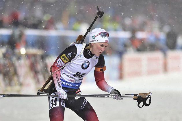 Vítězná Norka Marte Olsbuová Röiselandová při sprintu v Novém Městě.