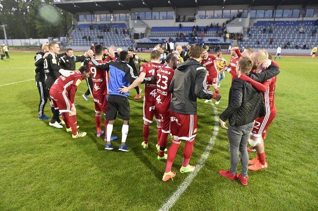 Radující se fotbalisté Olomouce.
