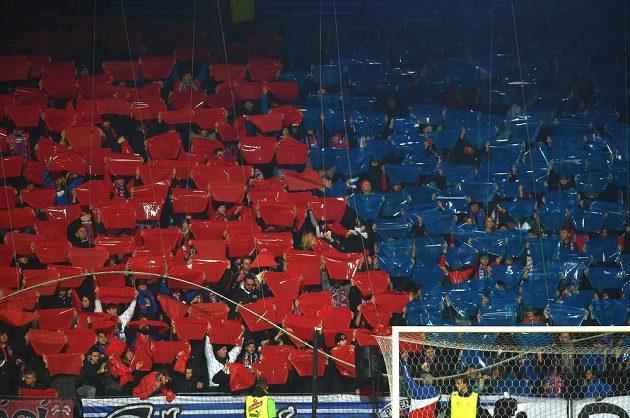 Fanoušci fotbalové Plzně během zápasu se Spartou.