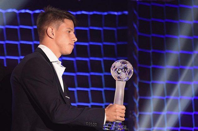 Ofenzivní záložník pražské Sparty Adam Hložek převzal ocenění pro objev sezony.