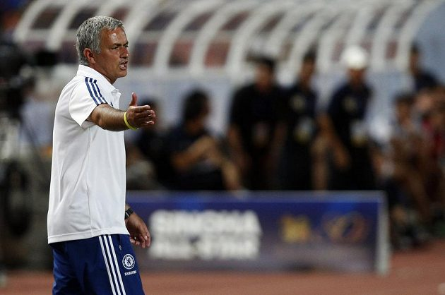 Trenér Chelsea José Mourinho během utkání proti týmu Singha All-Stars.