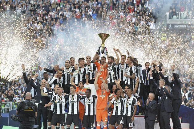Fotbalisté Juventusu popáté v řadě získali scudetto.