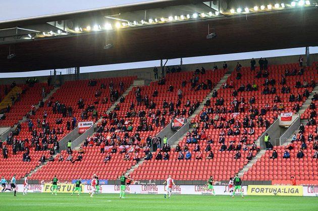 Ligový fotbal poprvé od podzimu s omezeným počtem fanoušků během utkání 30. kola Fortuna ligy, Slavia Praha - Viktoria Plzeň.