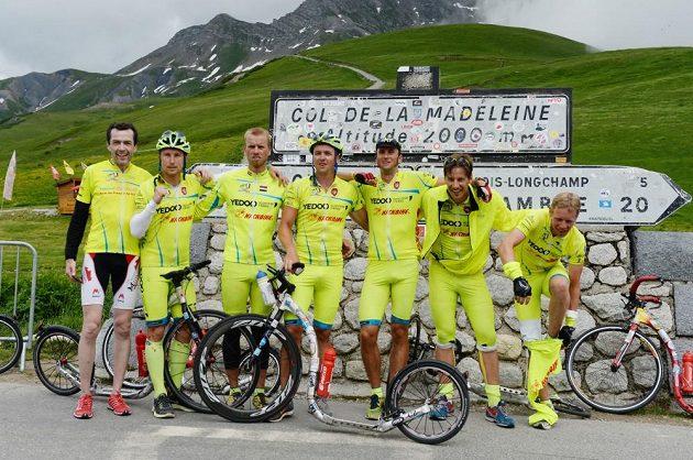 Col de la Madeleine 2000 m nad mořem v rámci 19. etapy Tour de France 2013. Tato etapa měřila 205 km a vedla přes pět alpských vrcholů.