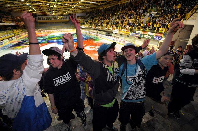 Fanoušci Litvínova mohli jásat i na domácím stadiónu severočeského klubu, který pořádal projekci sedmého finále v Třinci.