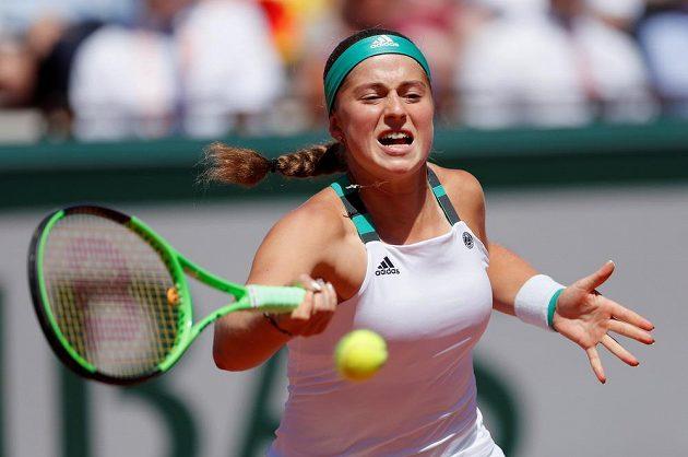Jelena Ostapenková při jedné z výměn.