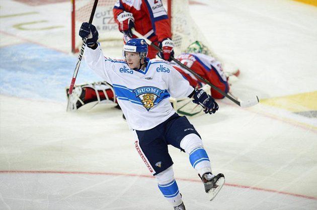Fin Juuso Hietanen oslavuje gól proti Rusku.