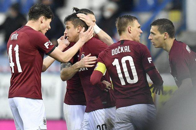 Hráči Sparty se radují z gólu v utkání 30. kola Fortuna ligy na půdě Liberce.