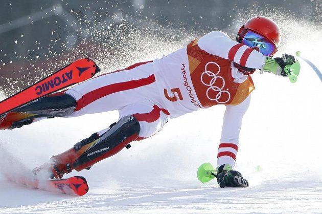 Rakušan Marcel Hirscher byl velkým favoritem na olympijské zlato ve slalomu, ale chyboval a nedokončil první kolo.