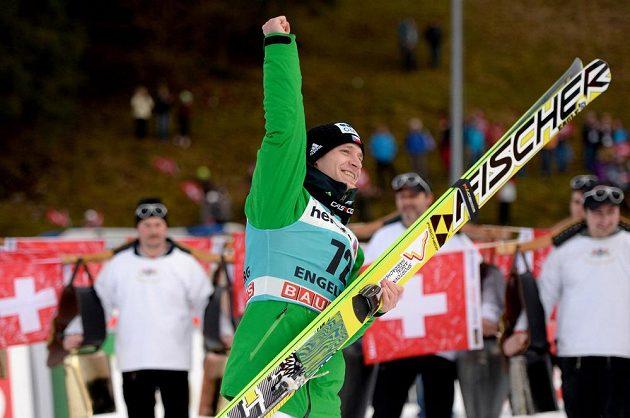 Roman Koudelka slaví vítězství v Engelbergu.