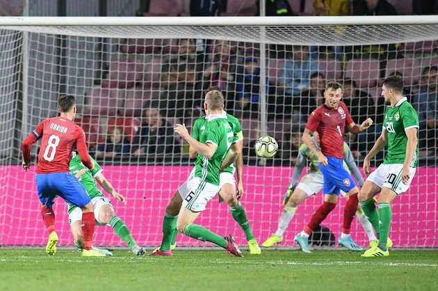 Vladimír Darida (vlevo) propálil vše a dal první gól českého týmu.