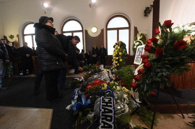 V obřadní síni ve Vítkovicích se vystřídaly stovky lidí. Všichni vzpomínali na Pavla Srníčka.