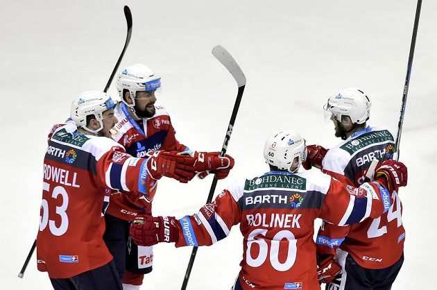 Pardubičtí se radují z druhého gólu proti Mladé Boleslavi.