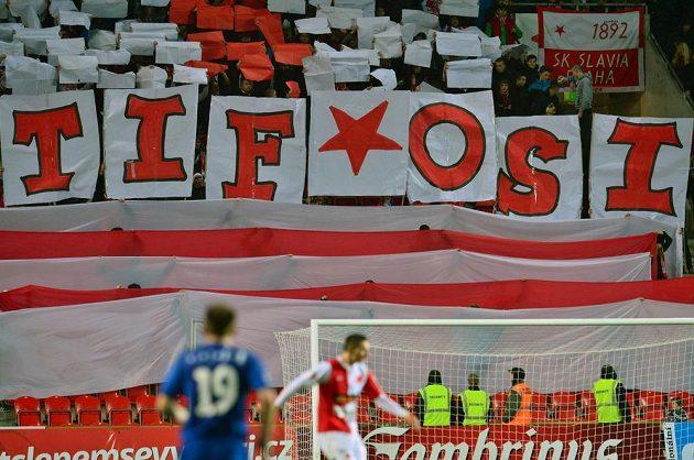 Fanoušci pražské Slavie během utkání s Brnem.
