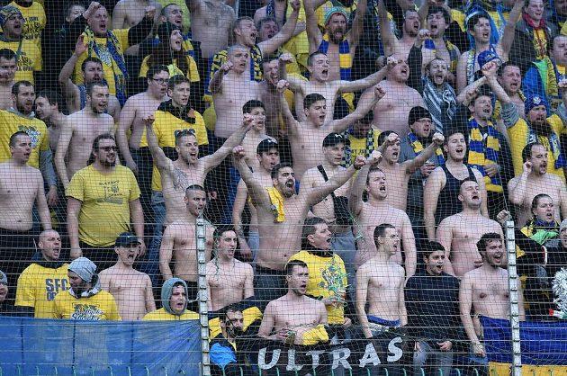 Fanoušci Opavy během pohárového utkání v Mladé Boleslavi.