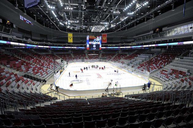 Hala Bolšoj bude společně s Šajbou patřit mezi hlavní dějiště hokejováho turnaje na OH v Soči. Na ledě probíhá trénink českého týmu.