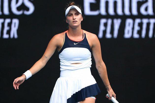 Česká tenistka Markéta Vondroušová bojovala statečně o čtvrtfinále Australian Open. Na kurtu ji limitoval zdravotní problém.