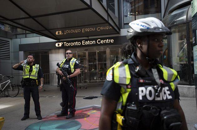 Střelba narušila mistrovské oslavy titulu NBA, který poprvé v historii získali basketbalisté Toronto Raptors. Situaci musela řešit policie.