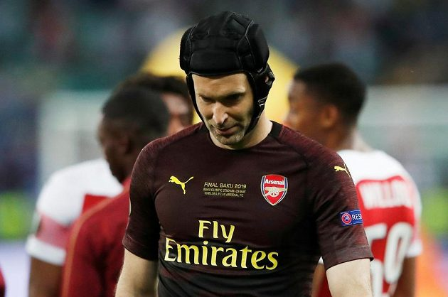 Zklamaný brankář Arsenalu Petr Čech po prohraném finále Evropské ligy.