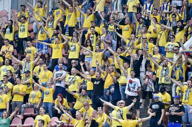 Fanoušci Opavy během utkání s Olympií Praha.