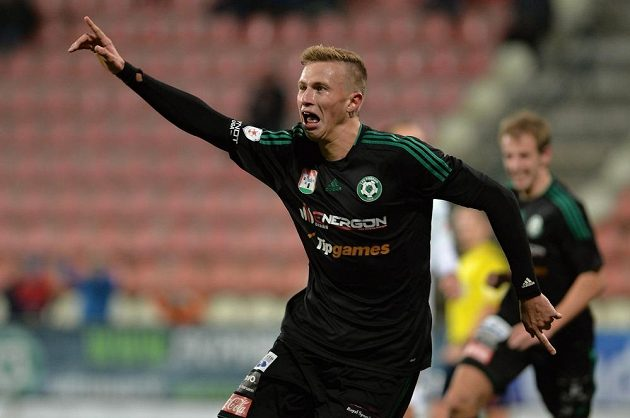 Antonín Barák z Příbrami se raduje ze svého gólu proti Olomouci.