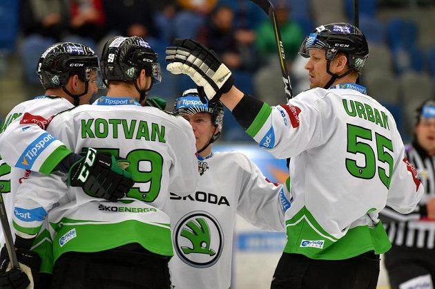 Hráči Mladé Boleslavi se radují z gólu v Chomutově. Zleva Ondřej Dlapa, Oldrich Kotvan, Pavel Kousal a Tomáš Urban.