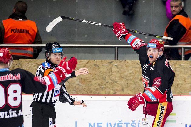 Z gólu proti Liberci se raduje Jan Berger z Hradce Králové.