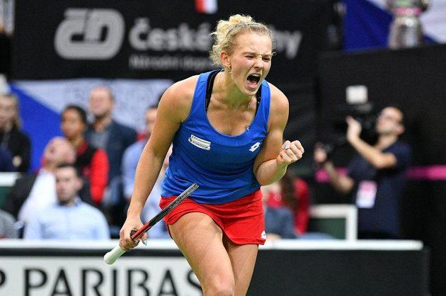 Emoce Kateřiny Siniakové proti Sofii Keninové z amerického týmu ve finále Fed Cupu v Praze.