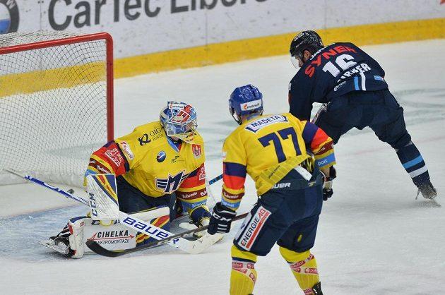 Zprava Michal Birner z Liberce a Jan Štencel a brankář Jan Strmeň z Českých Budějovic.