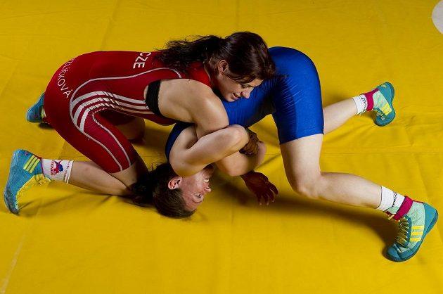 Adéla Hanzlíčková a Lenka Hocková-Martináková při tréninku.