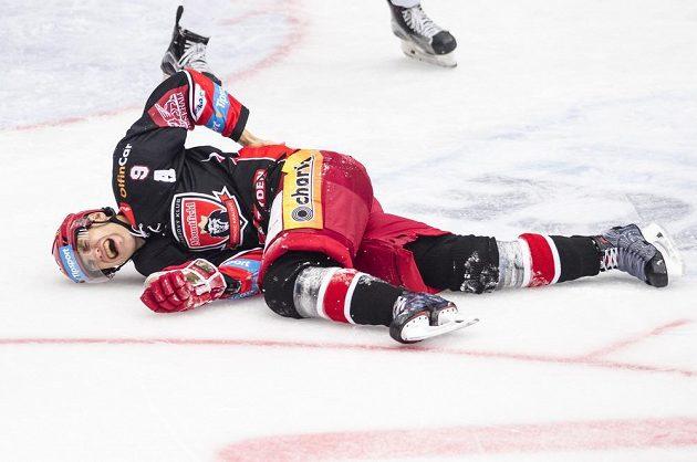 Zraněný Bedřich Köhler z Hradce Králové, který vstřelil Třinci hattrick.