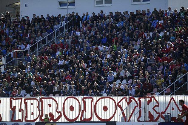 Fanoušci Zbrojovky Brno během utkání s Plzní.