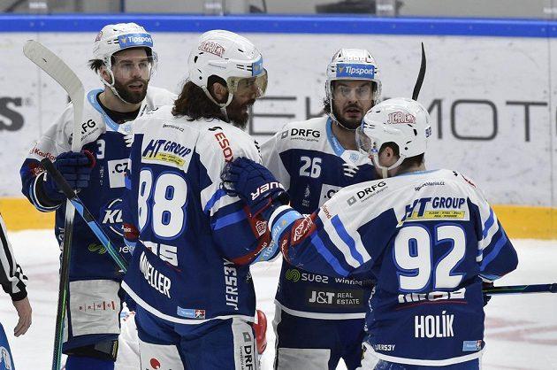 Hráči Brna se radují z vyrovnávacího gólu. Zleva Peter Schneider, autor gólu Peter Mueller, Martin Zaťovič a Petr Holík.