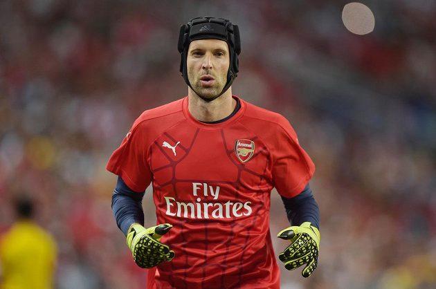Brankář Petr Čech se připravuje na svou premiéru za Arsenal.