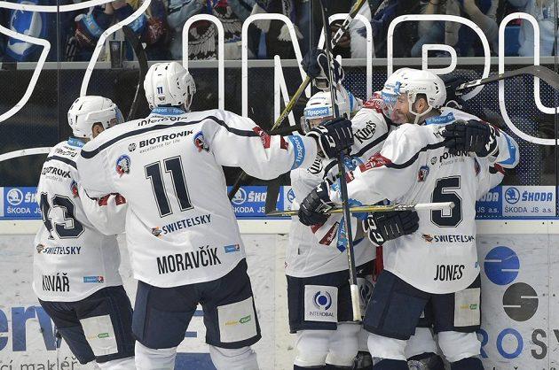 Hráči Plzně se radují z úvodního gólu.