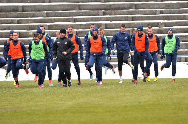 Útočník Baníku Ostrava Milan Baroš (sedmý zprava) na tréninku