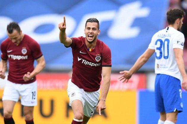 Sparťan Dávid Hancko se raduje z úvodního gólu proti Liberci v 1. kole nadstavby.