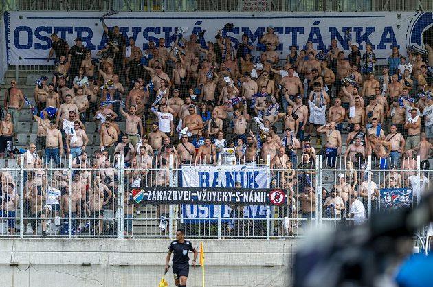 Fanoušci Baníku Ostrava na stadionu.