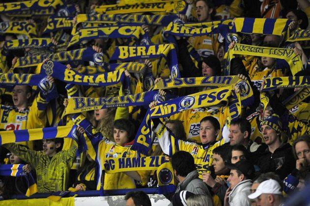 Zlínští fanoušci v úvodním finálovém duelu proti Plzni.