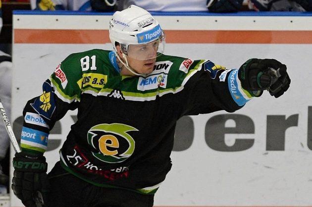 Martin Bartek z Varů se raduje z gólu.