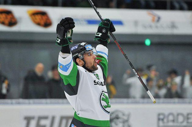 Oldrich Kotvan z Mladé Boleslavi se raduje po vstřelené brance v extraligovém utkání.