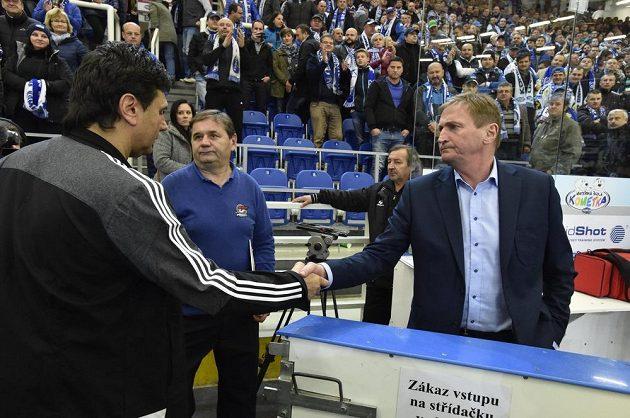 Trenéři Alois Hadamczik (vpravo) a Vladimír Růžička si na konci zápasu podali ruku.