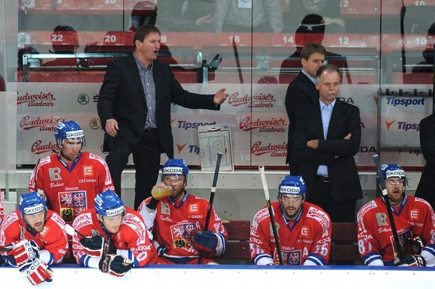 Český trenér Alois Hadamczik (vlevo) a Slavomír Lener během utkání Euro Hockey Challenge se Slovenskem.
