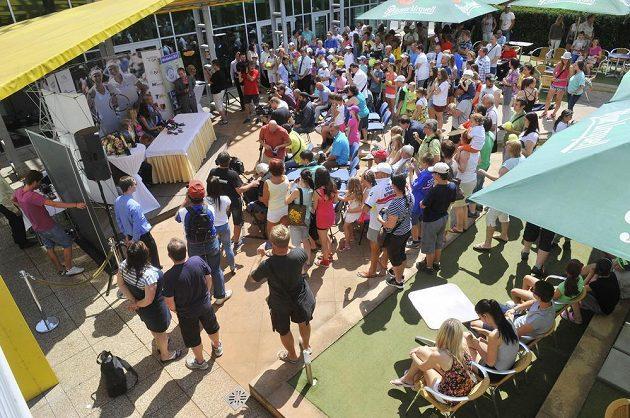 V prostějovském tenisovém centru se konalo setkání s dvojnásobnou vítězkou tenisového Wimbledonu Petrou Kvitovou a semifinalistkou turnaje Lucií Šafářovou.