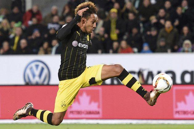 Dortmundský Pierre-Emerick Aubameyang při utkání s Wolfsburgem.