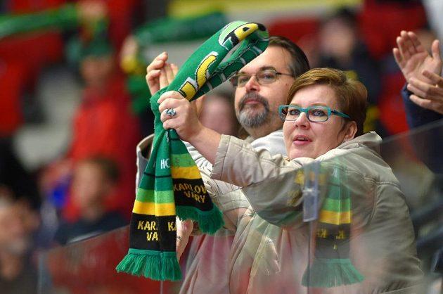 Karlovarští fanoušci během extraligového hokejového derby s Litvínovem.