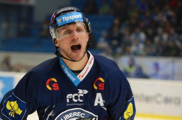 Petr Vampola z Liberce se raduje z gólu na ledě Plzně.