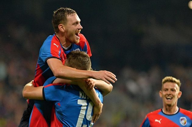 Plzeňský Ondřej Vaněk se raduje z gólu do sítě Vojvodiny.