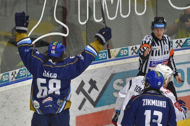 Hokejová legenda - Jaromír Jágr - z Kladna se raduje ze druhého gólu v utkání baráže.